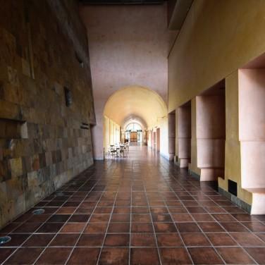 thumbnail_11_DisneyCorridor