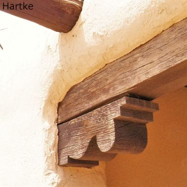 Corbel supporting a lintel